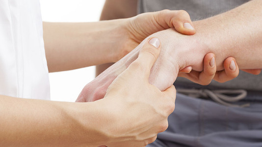 Wrist Care: 5 Simple Tips That Will Help You to Avoid Guitar Wrist Pain and Injuries