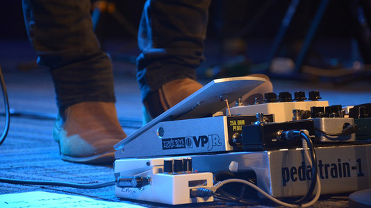 Guitar Effects: Everything You Should Know About Delay