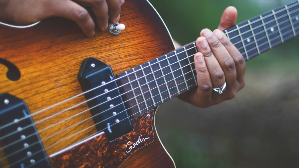 How To Apply 'Less Is More' To Your Guitar Licks [Lessons]