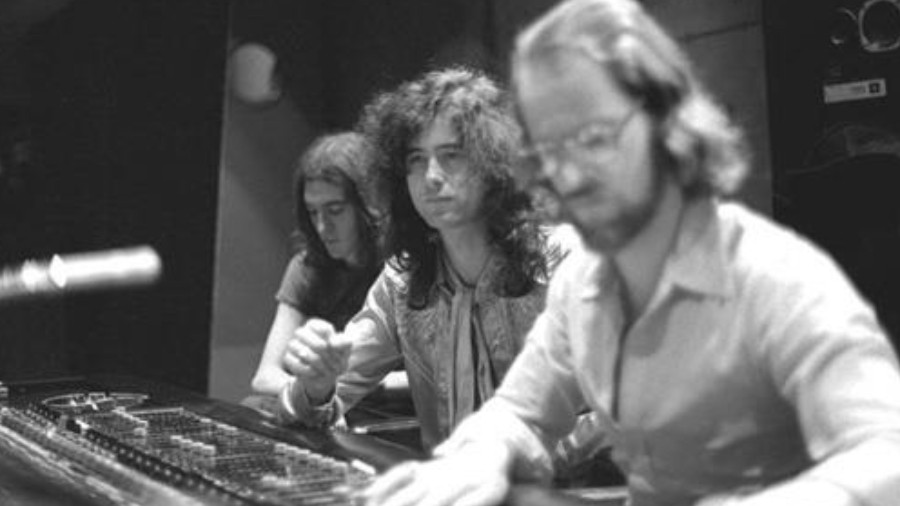 Photo of Led Zeppelin Engineer Reveals Where You Can Hear Mistakes On Band's Iconic Recordings, Recalls Telling The Guys Their Band Name Was Stupid [News]