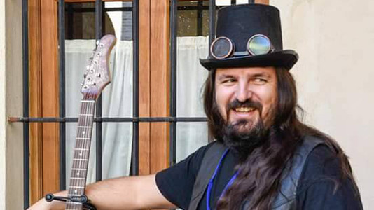 6 Amazing Steampunk Guitars from Spain