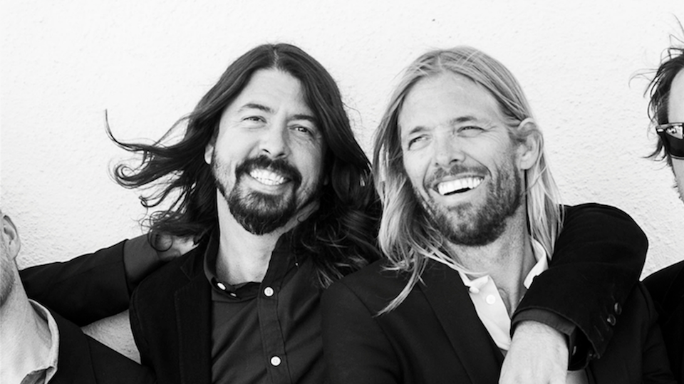watch foo fighters premiere new song live it features drummer taylor hawkins on lead vocals. Black Bedroom Furniture Sets. Home Design Ideas