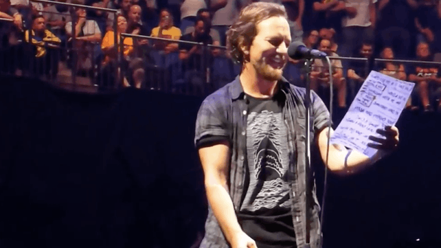 Eddie Vedder Does Anti Trump Standup Comedy During Pearl Jam Gig I