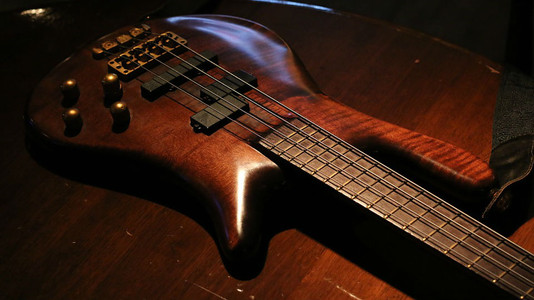 Tips for Bassists Switching From Guitar by UG Community