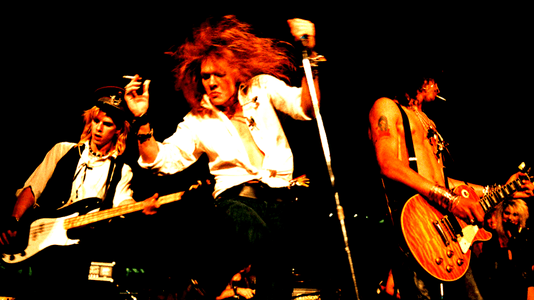 5 Live Guns N' Roses Videos You Need to Check Out!