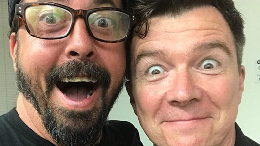 watch foo fighters play never gonna give you up with rick astley