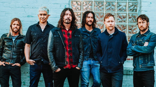 Foo Fighters Guitarist: Grohl Ordered Us NOT to Bring Normal Gear for New Album. Here's What I Brought