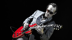 Joe Bonamassa: That Time a Guy Offered Me a $7,500 Amp for $600