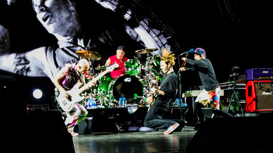 The Story Behind RHCP's 'Under the Bridge'