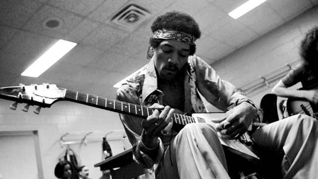 9 Unexpected Guitars Used by Jimi Hendrix (No Fender Strats