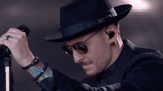Linkin Park: 'One More Light' Is About Losing a Friend, Chester Could Barely Perform It Without Choking Up