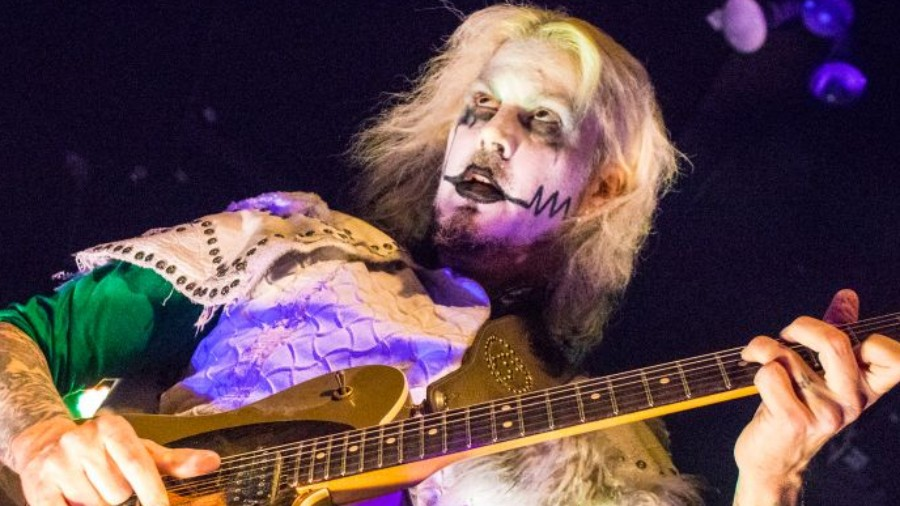 John 5 Recalls Insane Moment With Marilyn Manson Explains Differences To Playing With Rob Zombie Music News Ultimate Guitar Com