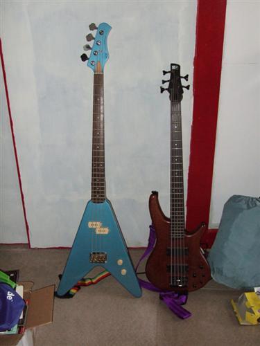 flying v bass ultimate guitar. Black Bedroom Furniture Sets. Home Design Ideas